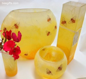 Strawsilk Glass Compendium wth red flowers 300x277 Bee Bowl   bee design strawsilk glass