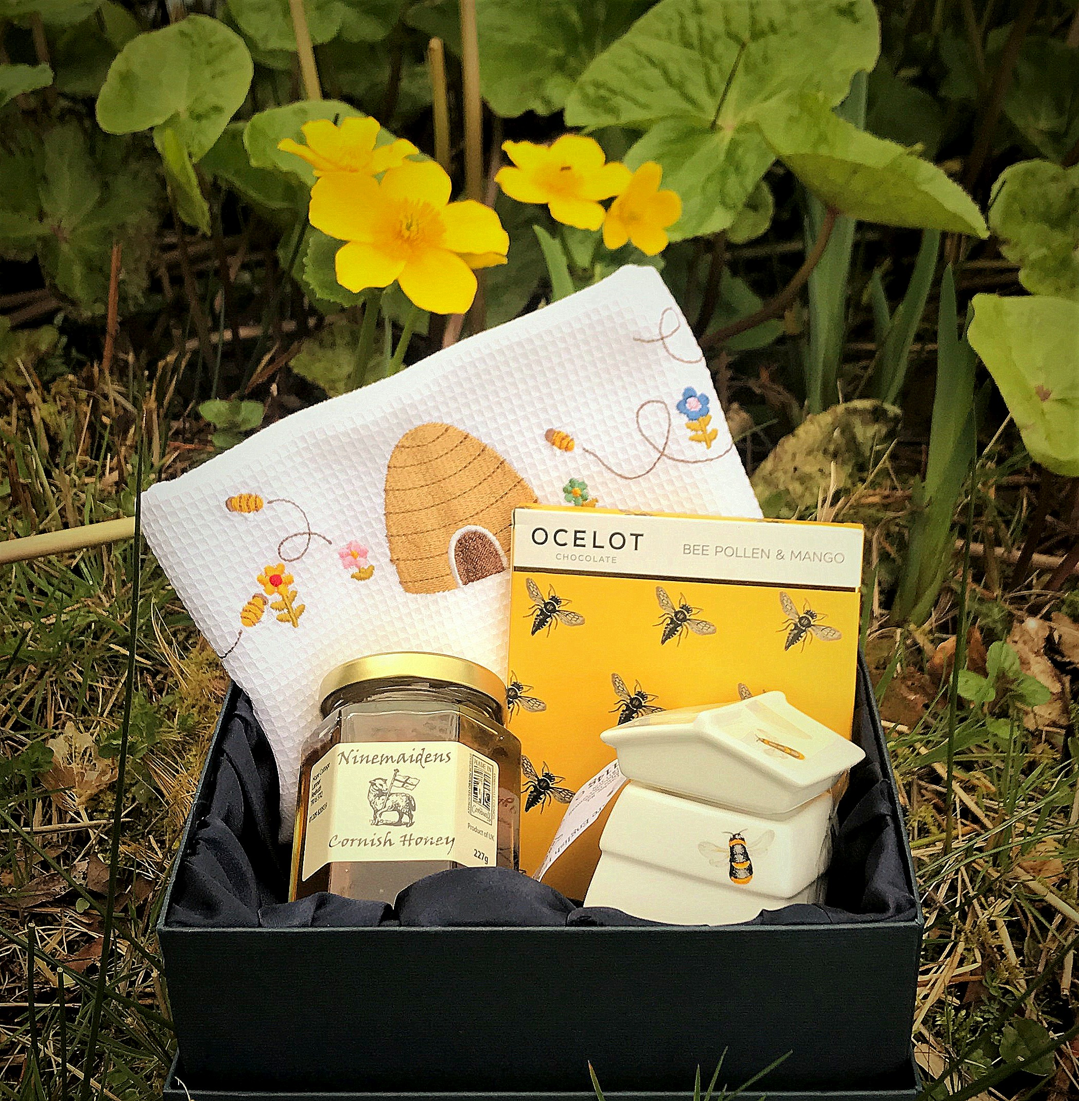 Hamper chocolate, honey and tea towel 22 March 2017